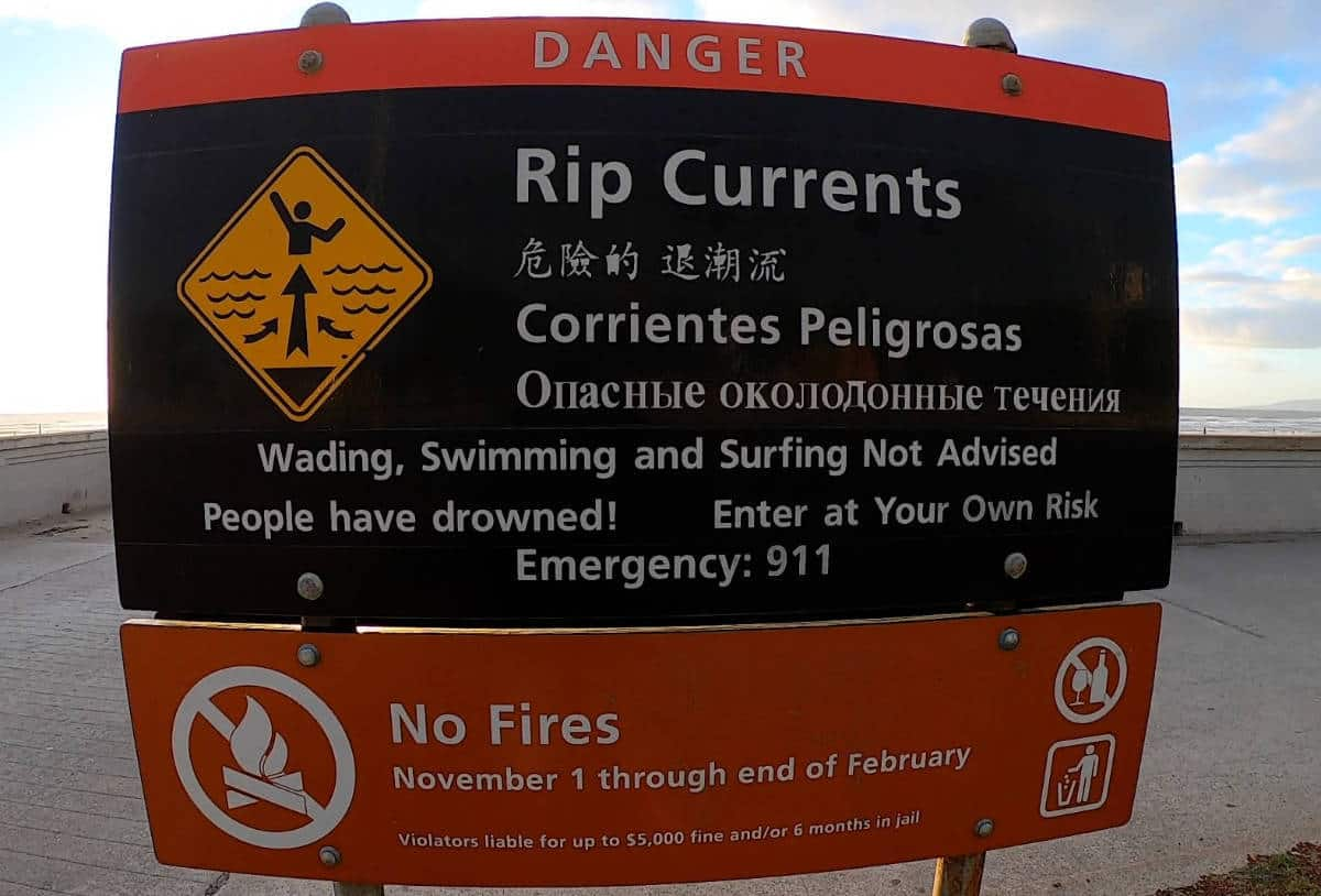 Rip Current Warning Image