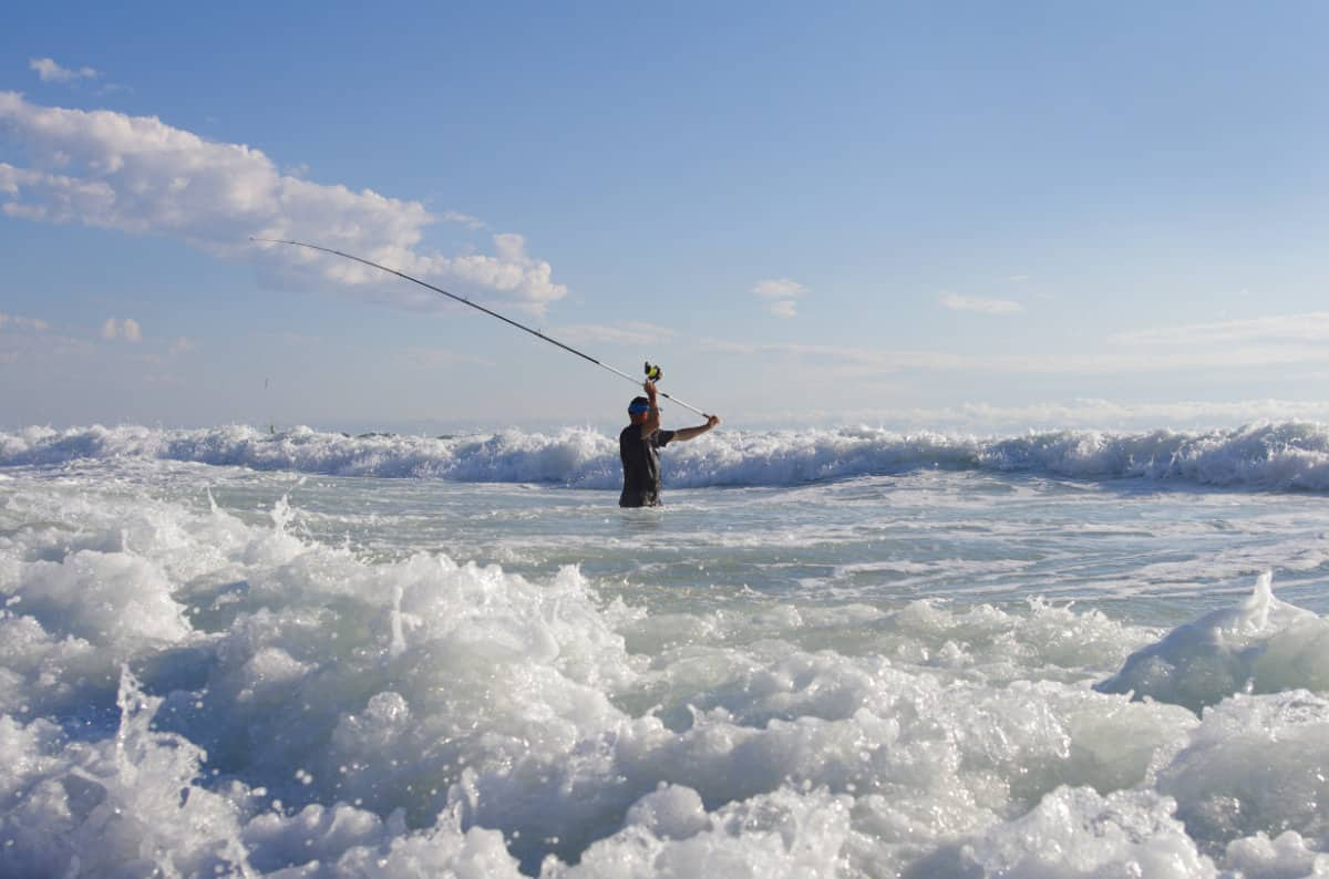 HOW TO CAST FURTHER SURF FISHING A BEGINNER'S GUIDE